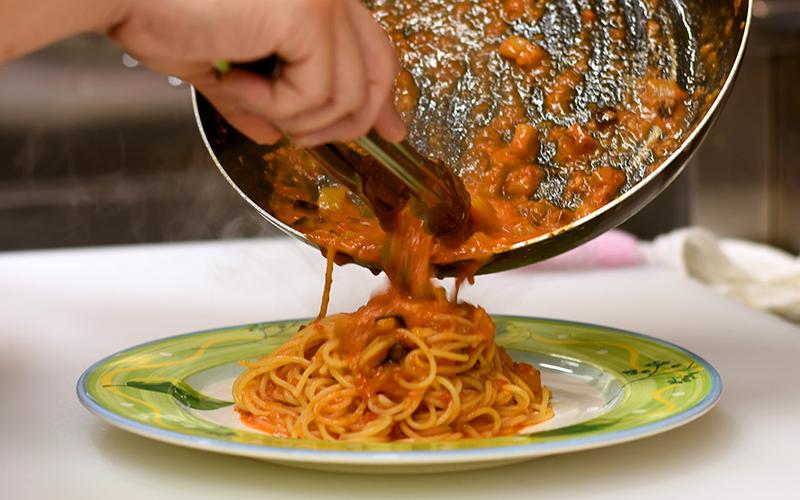 生麺を使用したパスタは、もちもちとした食感で、お野菜との相性も抜群です。